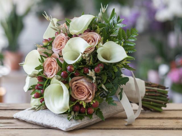 Ramos de novia con calas: 30 ideas en todos los estilos