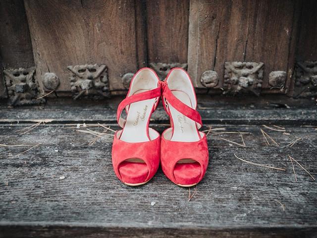 35 zapatos de novia de color rojo... ¡para morir de amor!