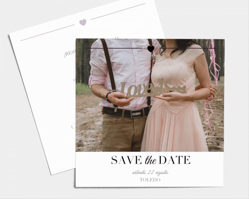 diseño de save the date, de la tienda online de Bodas.net, con un diseño romántico con foto de pareja