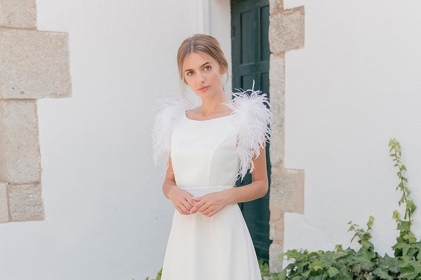 Vestido de novia de corte en A y escote barco de la colección 2021 de María Baraza, perfecto para la boda