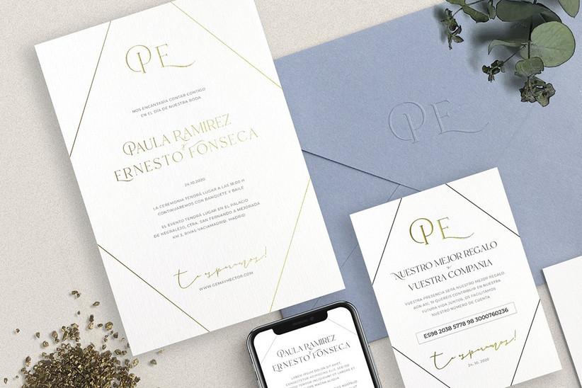 Invitación de boda sencilla en blanco y tonos dorados