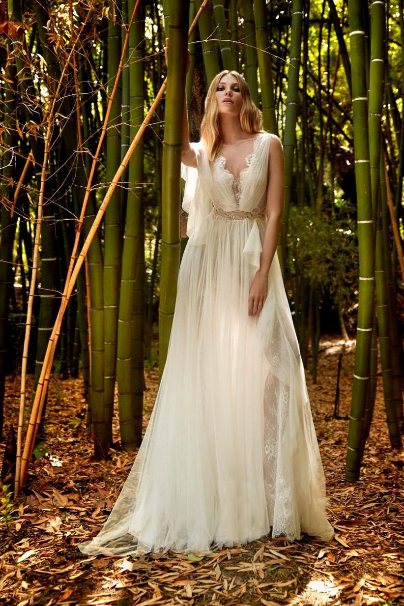 vestido de novia de línea en A de la colección Amazónica de Valerio Luna 2022 de estilo griego para novias que buscan un outfit muy vaporoso