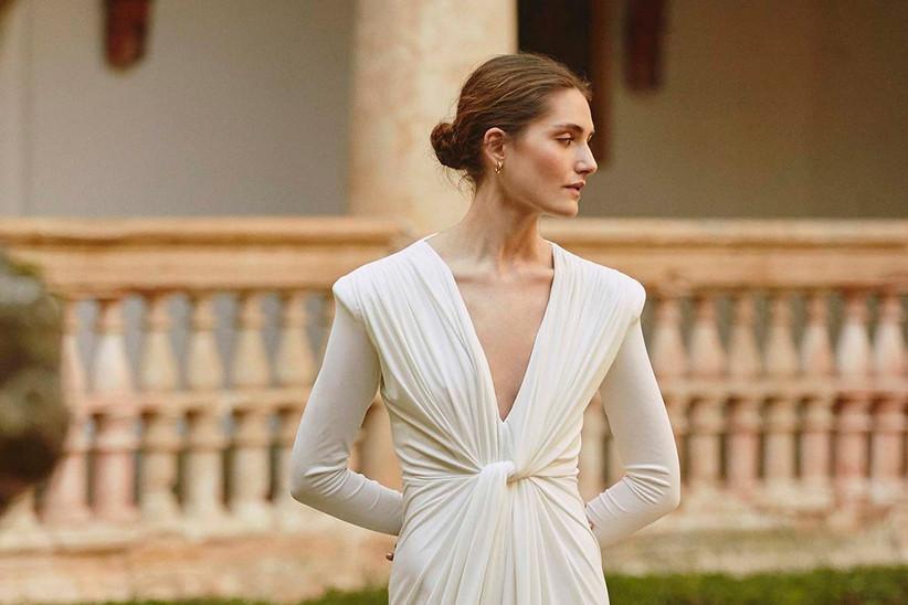 Vestido de novia recto, con escote en V y manga larga, de la colección 2021 de Colour Nude