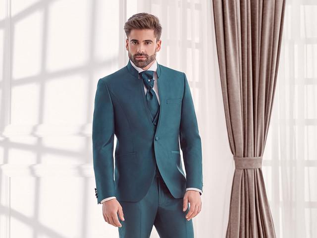 50 trajes de novio originales con color