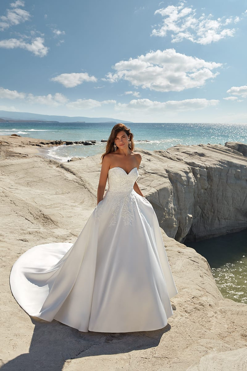 Vestidos de novia con escote corazón para el día de la boda