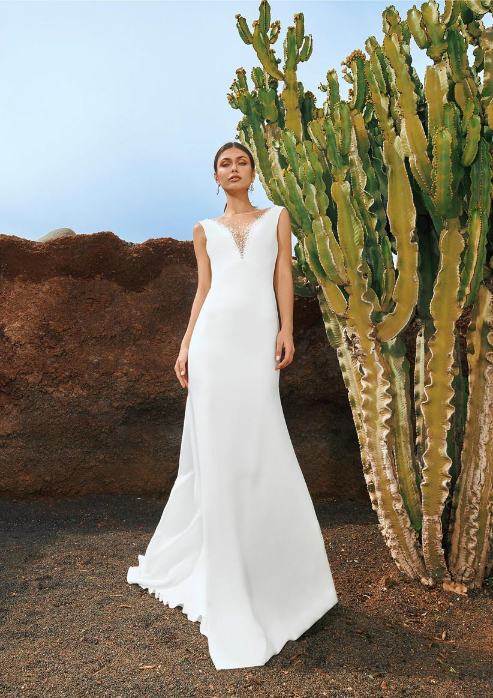 vestido de novia princesa de la colección Edén Pronovias 2022 con cuerpo de sirena y escote en pico ideal para casarse