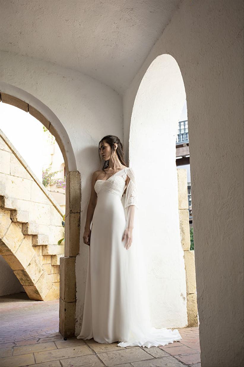 Vestidos de novia con escote asimétrico para el día de la boda