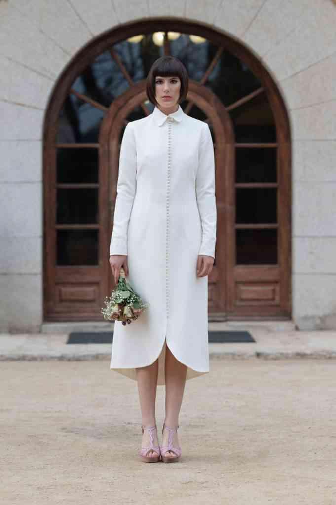 Vestido de novia sencillo con forma de abrigo Mar Rodríguez