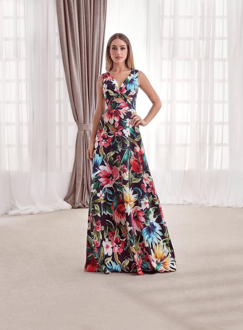 vestido de fiesta largo de flores de Vertize Gala 2021 ideal para ir de invitada a una boda de primavera-verano