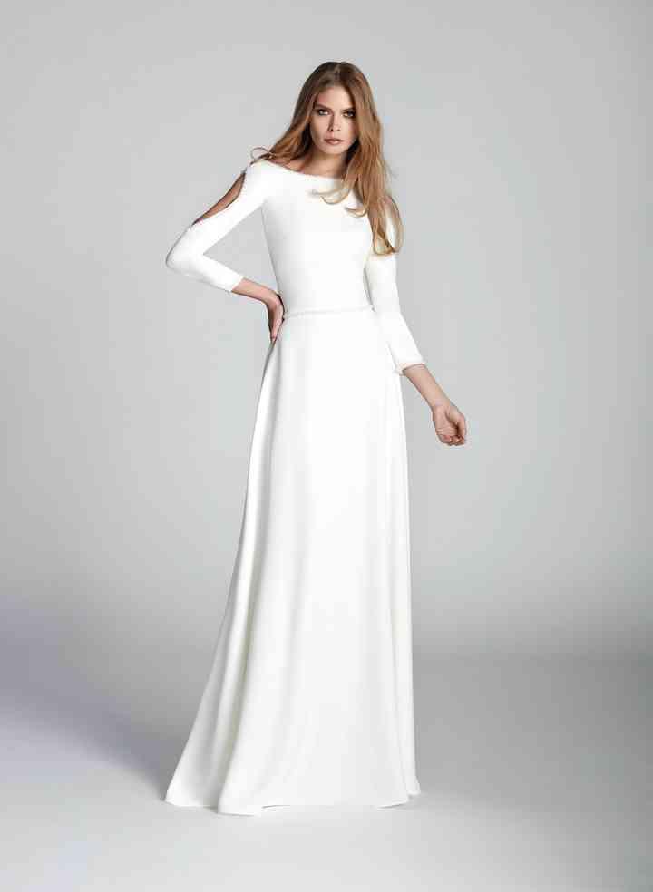 Vestido de novia sencillo con manga larga y cut-out en los brazos de Hannibal Laguna Atelier