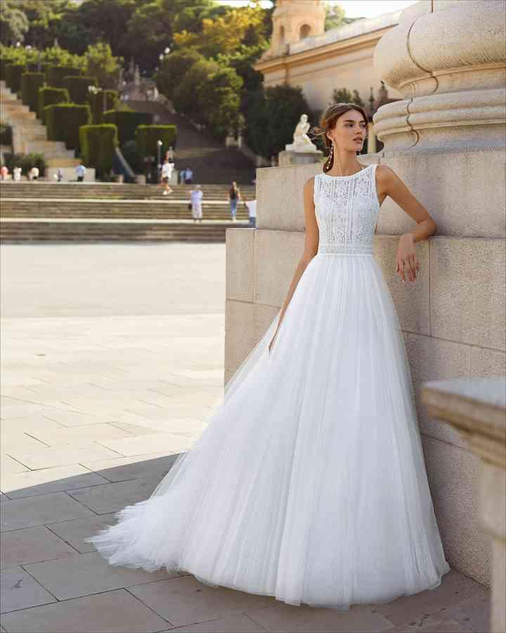 Vestido de novia sencillo con falda de gasa Luna Novias