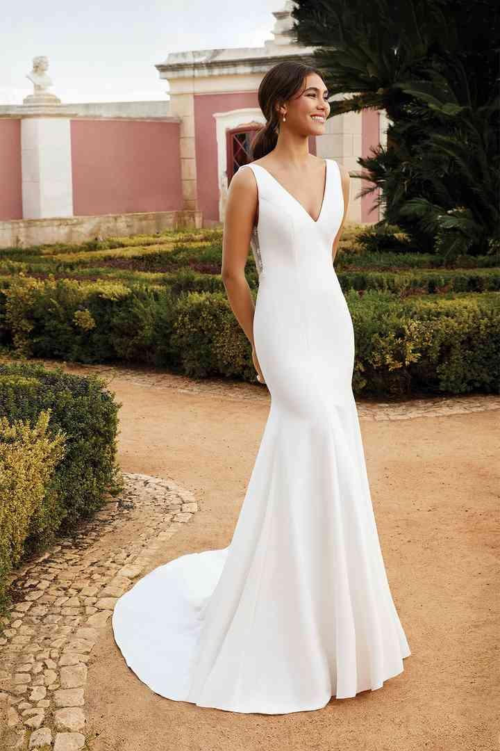 Vestido de novia sencillo con escote en V Sincerity Bridal
