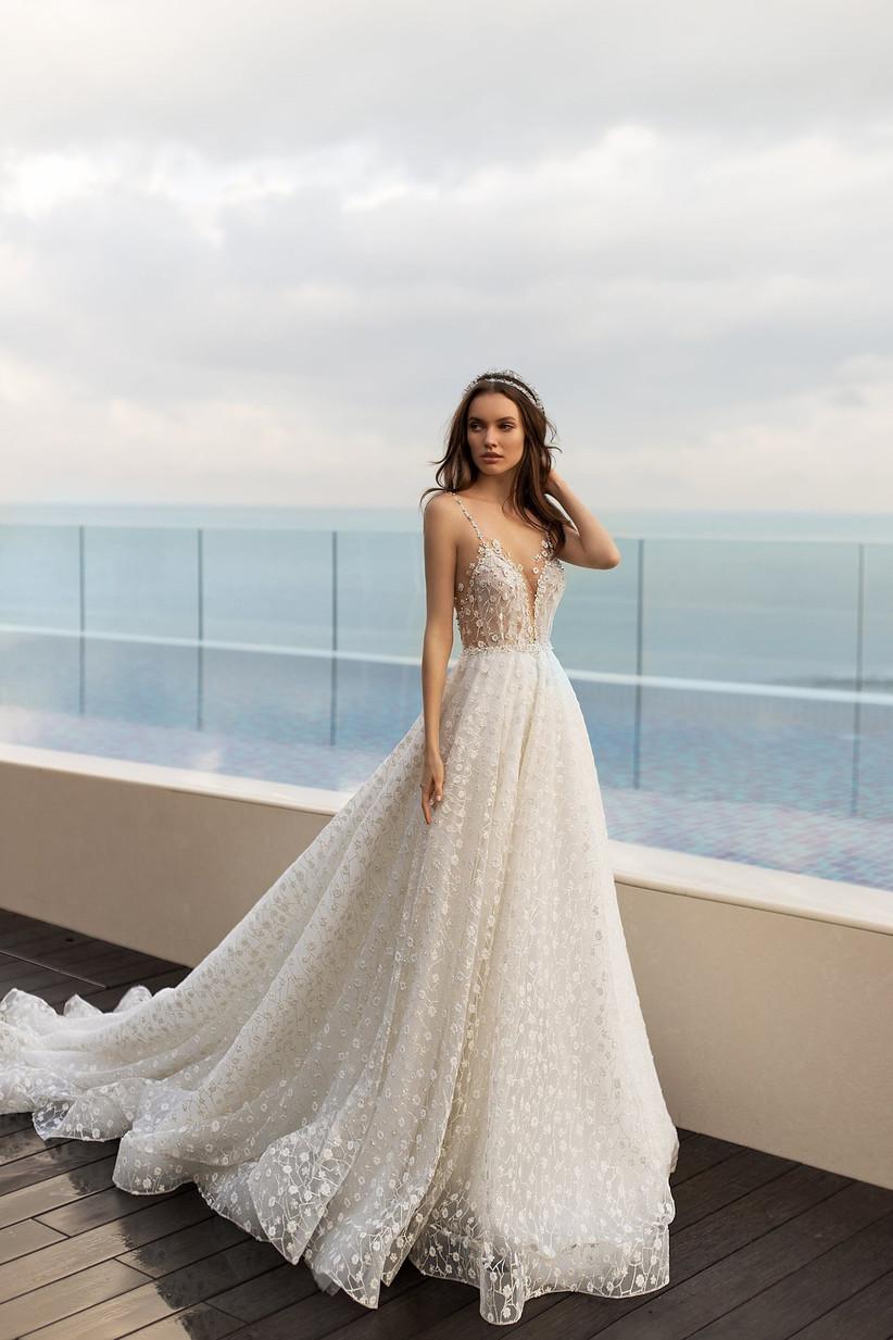 Vestido de novia con profundo escote deep-plunge de la colección Seduction, de Ida Torez 2021