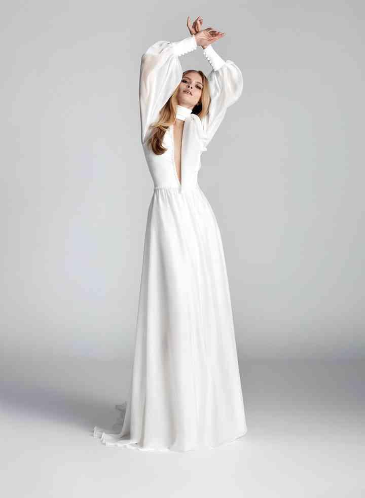 Vestido de novia sencillo con profundo escote deep-plunge Hannibal Laguna Atelier