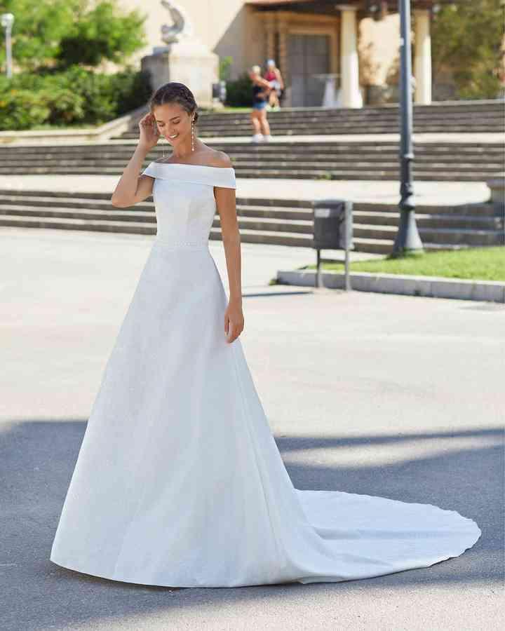 Vestido de novia sencillo de crte princesa Luna Novias