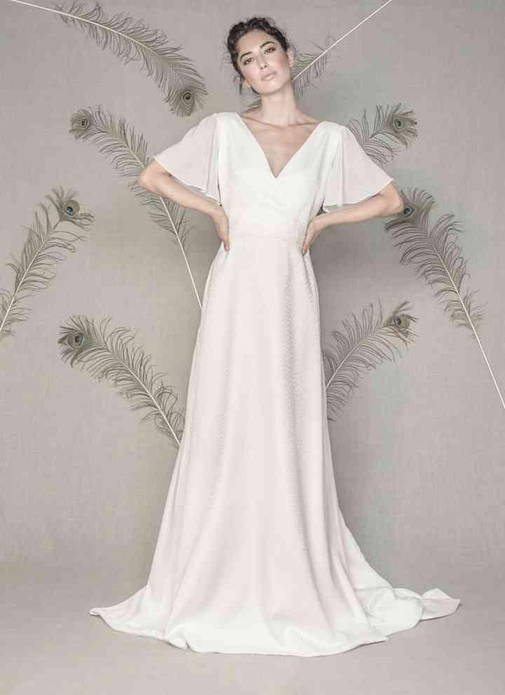 Vestido de novia sencillo mangas mariposa Pol Núñez