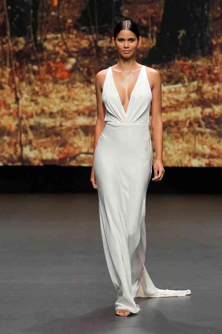 Vestido de novia sencillo con cintura marcada Flora