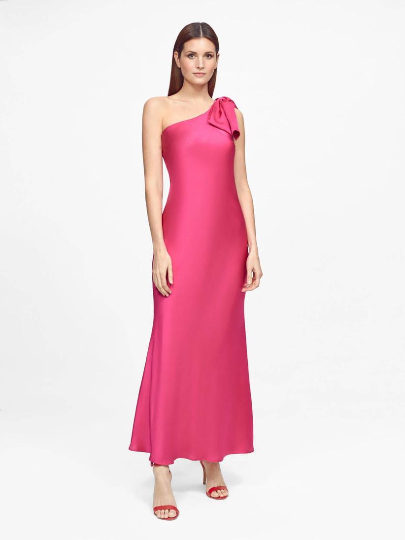 vestido de fiesta fucsia Javier Simorra 2021 con escote asimétrico y lazo