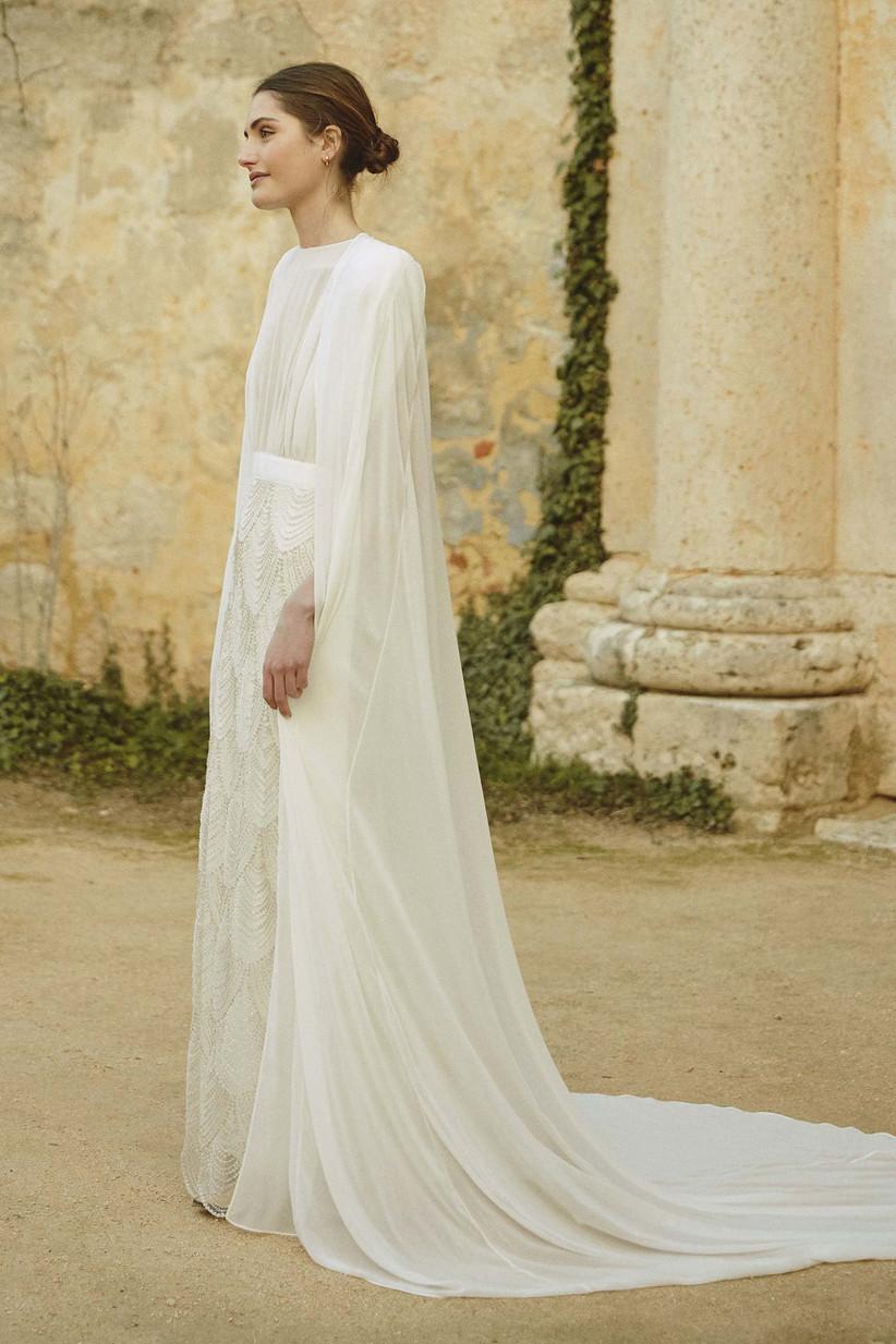 Capa de gasa, perfecta para completar el vestido de novia, de la colección Bartolomea de Colour Nude 2021