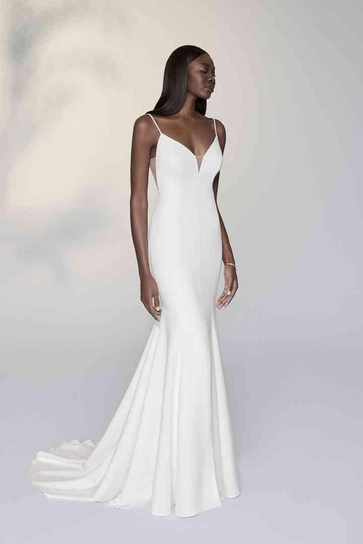 vestido de novia largo con aires minimalistas de la colección 2022 de Justin Alexander Signature, perfecto para casarse