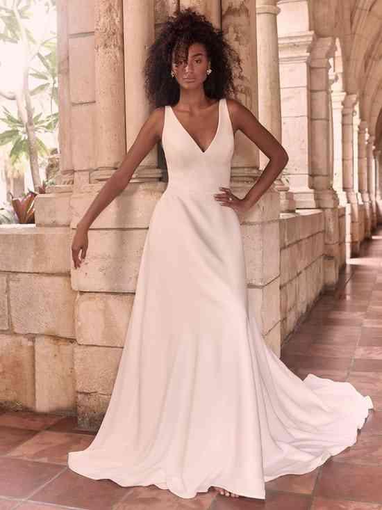 Vestido de novia sencillo con escote en V Maggie Sottero