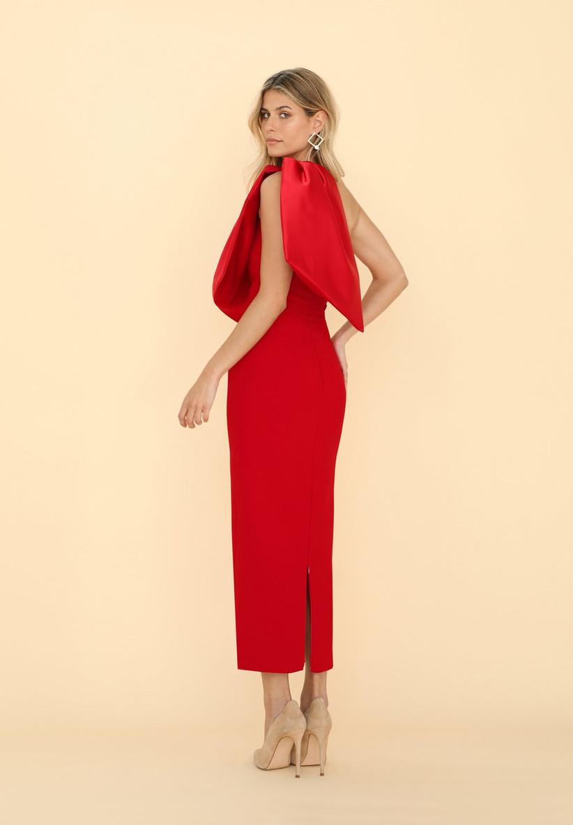 vestido de fiesta rojo Victoria-Vicky Martín Berrocal 2021 con escote asimétrico para ir de invitada a una boda de mañana