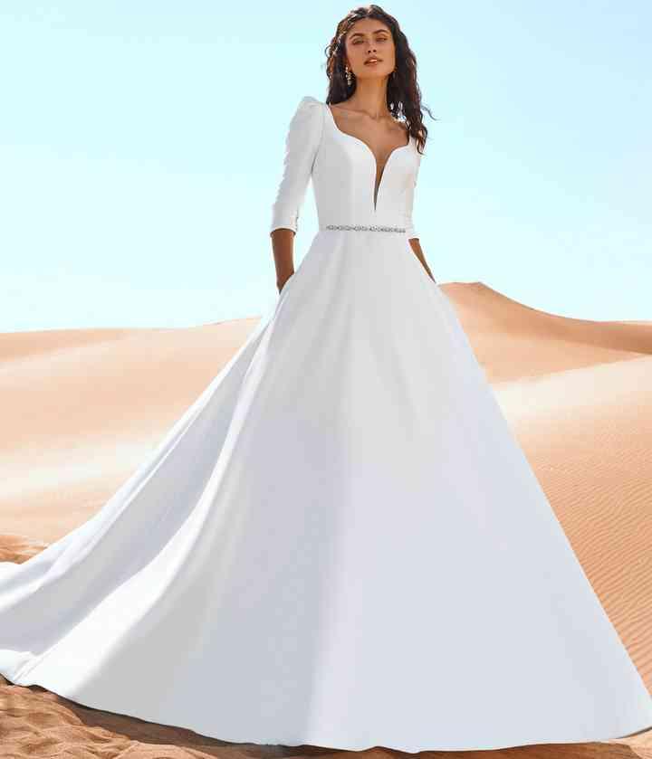 vestido de novia princesa con mangas tres cuartos hecho de mikado ecológico de la colección 2022 de Pronovias, ideal para novias eco