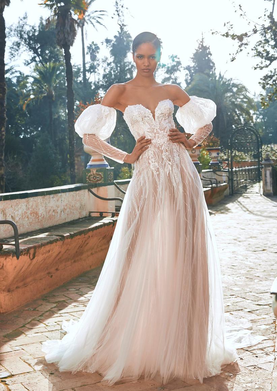 vestido de novia de la colección Oasis Pronovias Privée 2022 con mangas voluminosas extraíbles y escote corazón para una novia moderna