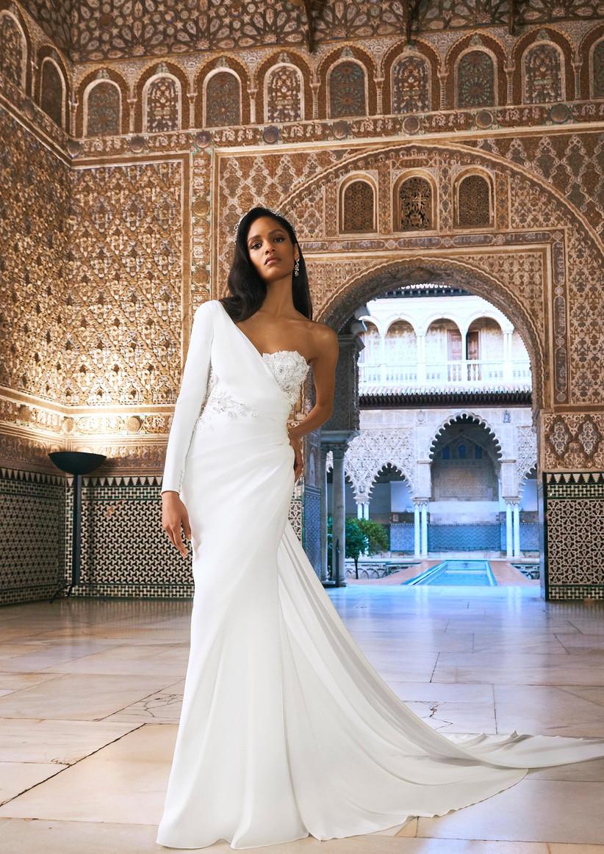 vestido de novia princesa de la colección Oasis Pronovias Privée 2022 con escote asimétrico y corte sirena ideal para darse el sí, quiero