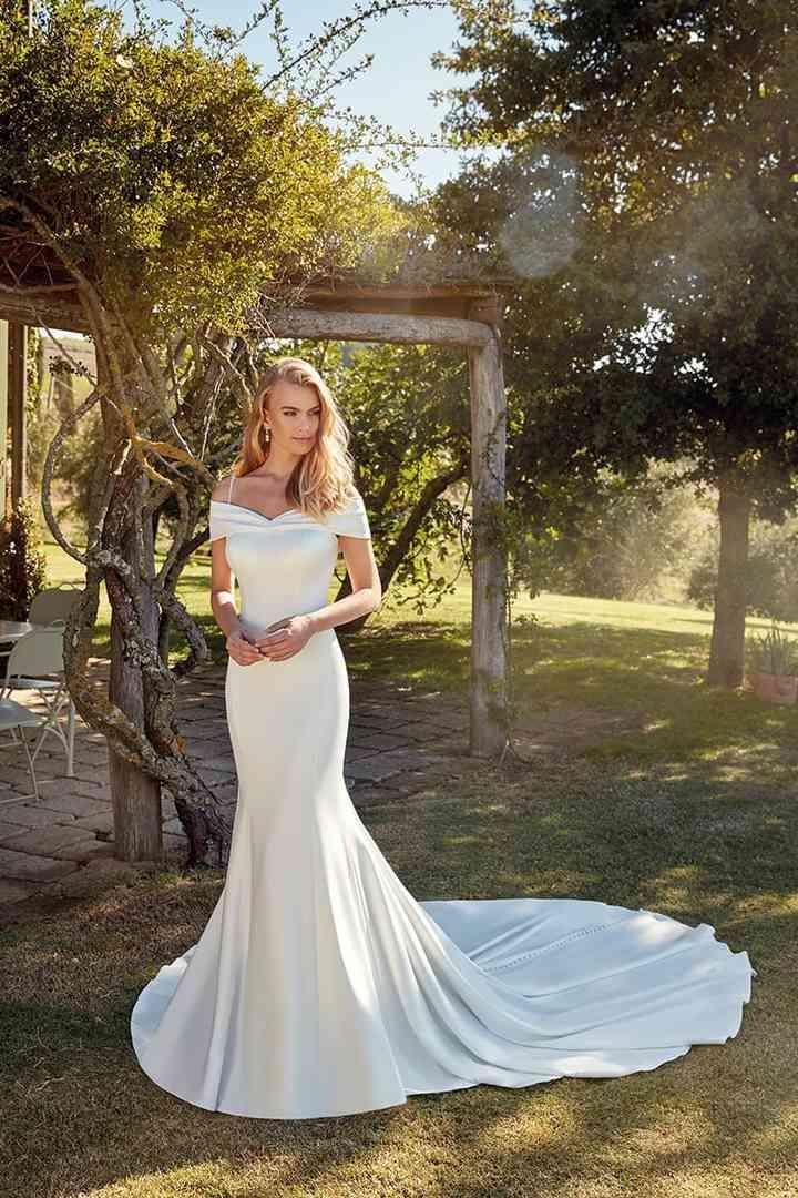Vestido de novia sencillo con escote de hombros caídos Eddy K.