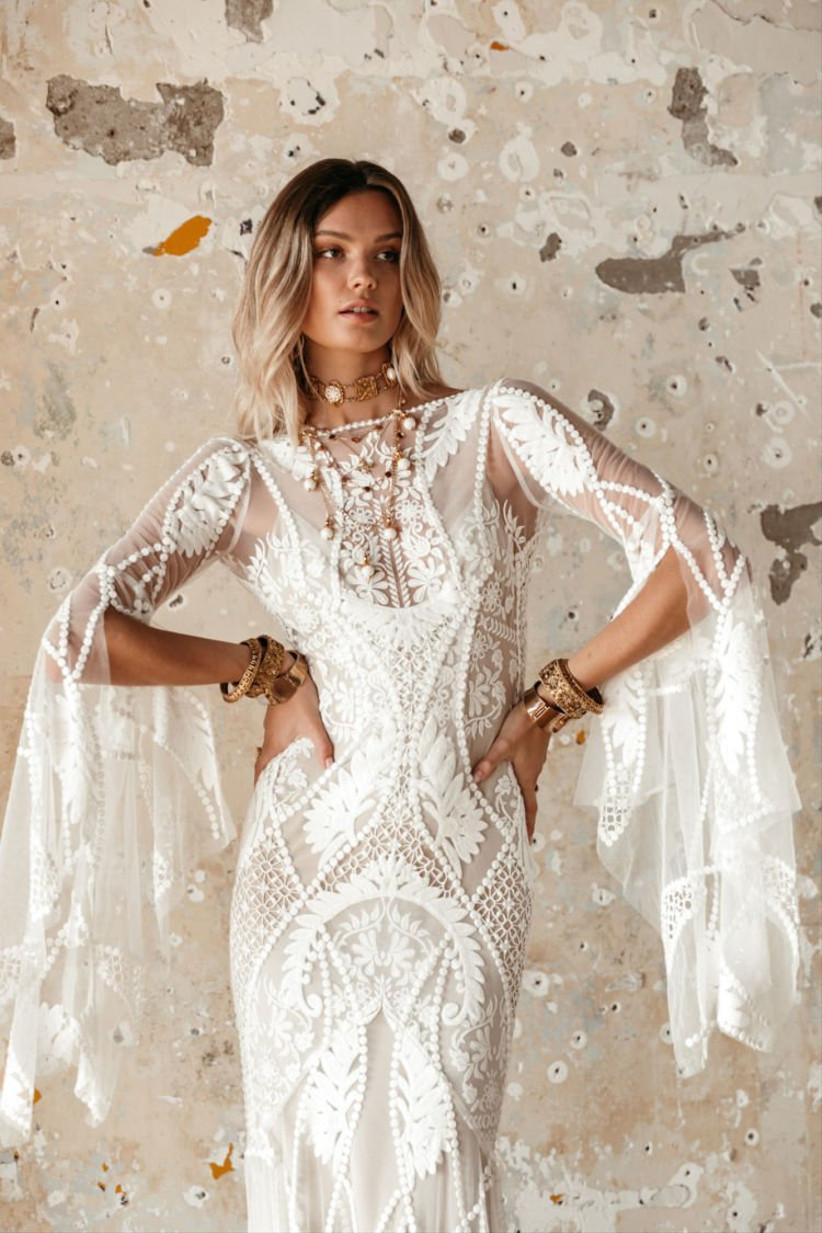 Vestido de novia de corte sirena con bordados florales y encaje de la colección Golden Rhapsody de Rue de Seine 2021