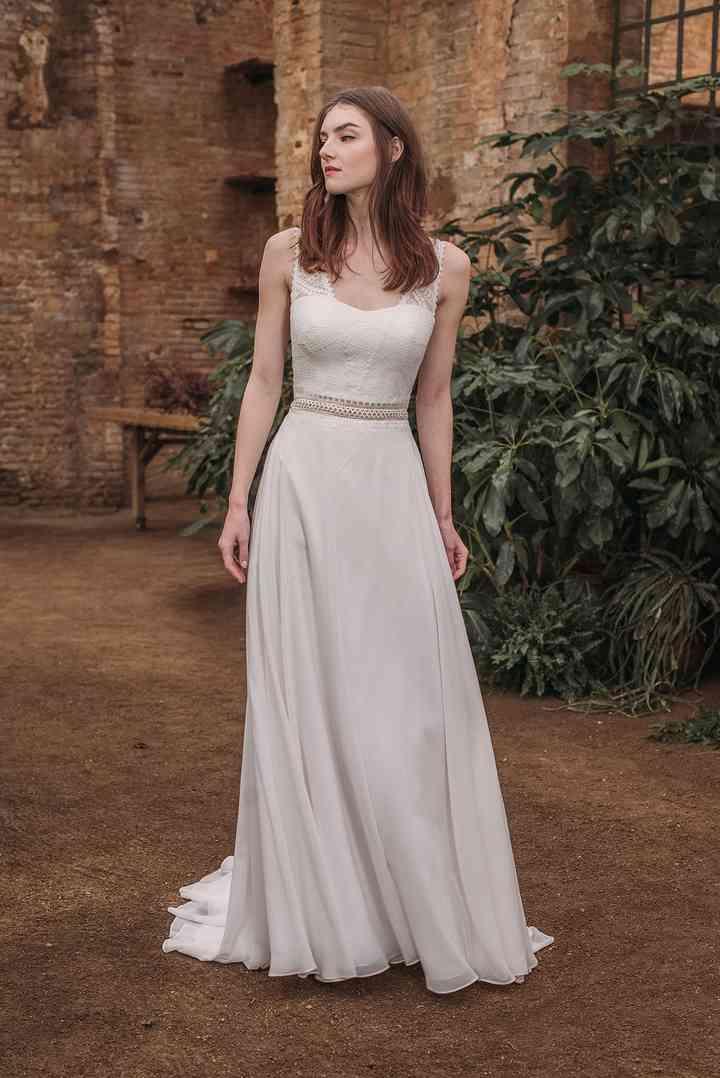 Vestido de novia sencillo con tirantes anchos Fara Sposa