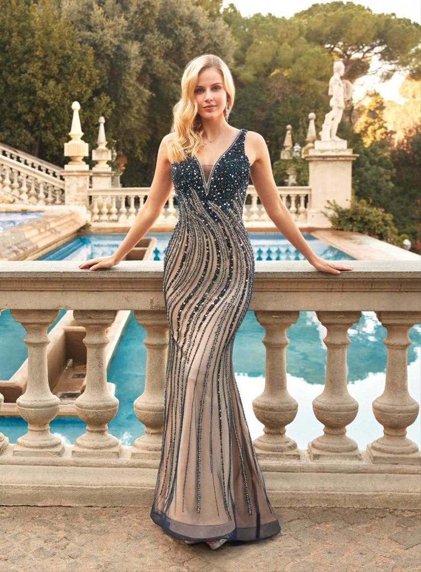 Vestido de fiesta de corte sirena bicolor con aplicaciones brillantes de Susanna Rivieri
