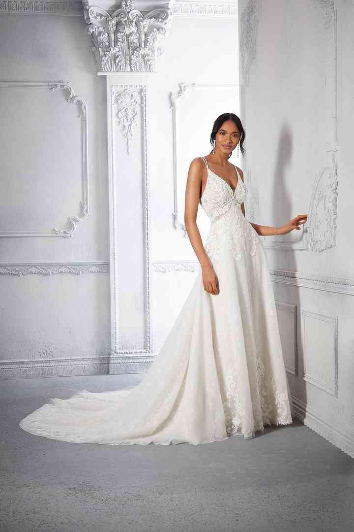vestido de novia sencillo y minimalista con enagua extraíble y escote de tirantes finos de la colección 2022 de Morilee