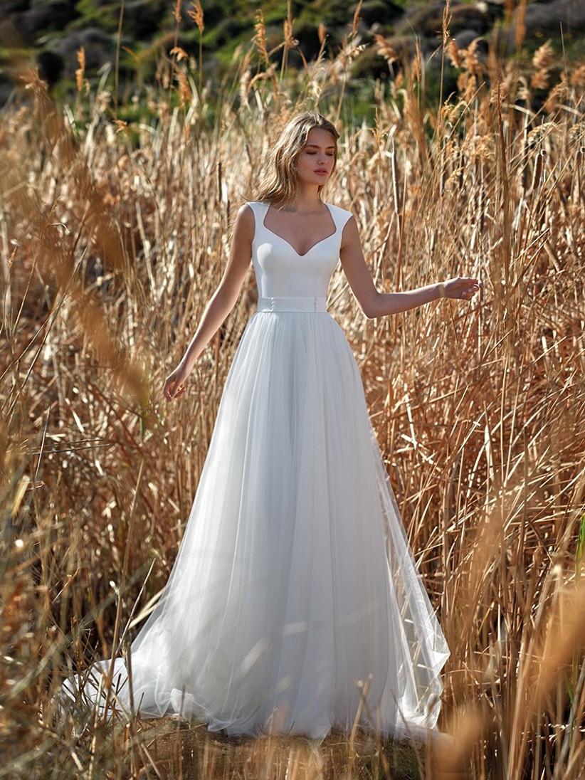 Vestidos de novia con escote Reina Ana el día de la boda