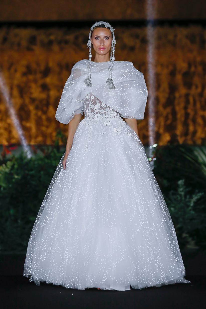 Vestido de novia con brilli brilli y aires vintage de Marco & María 2022 ideal para el día de la boda