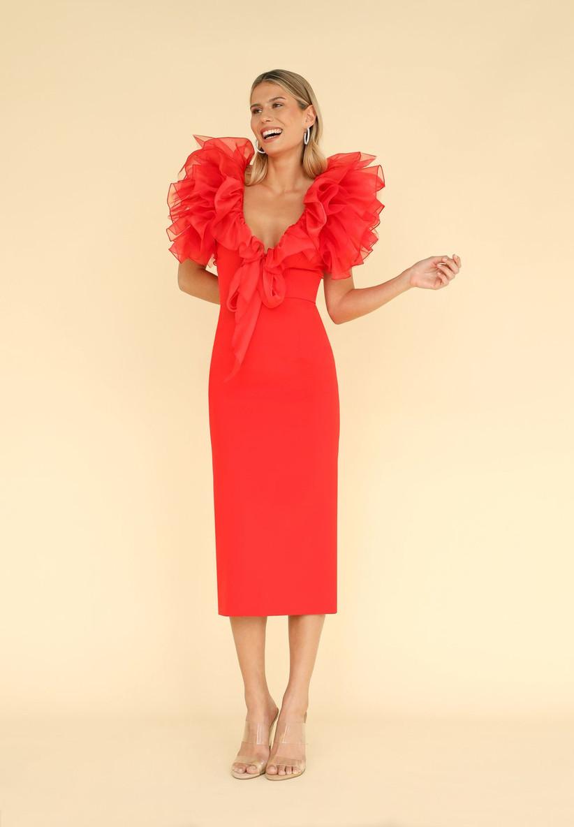 vestido de fiesta rojo midi de Victoria - Vicky Martín Berrocal 2021 con un escote con volantes oversize y una falda recta
