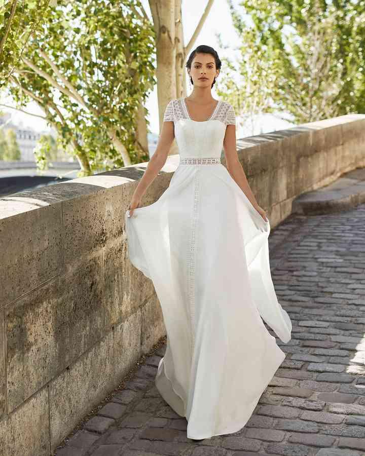 Vestido de novia sencillo con encaje Alma Novia