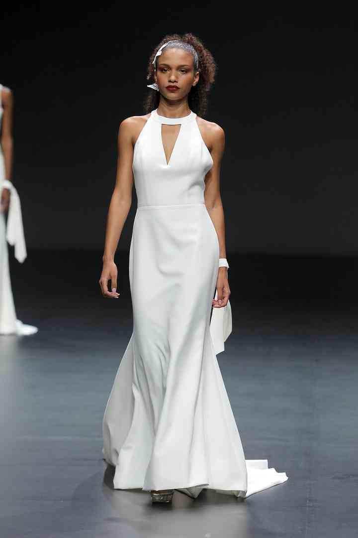 Vestido de novia sencillo con escote geométrico Cymbeline