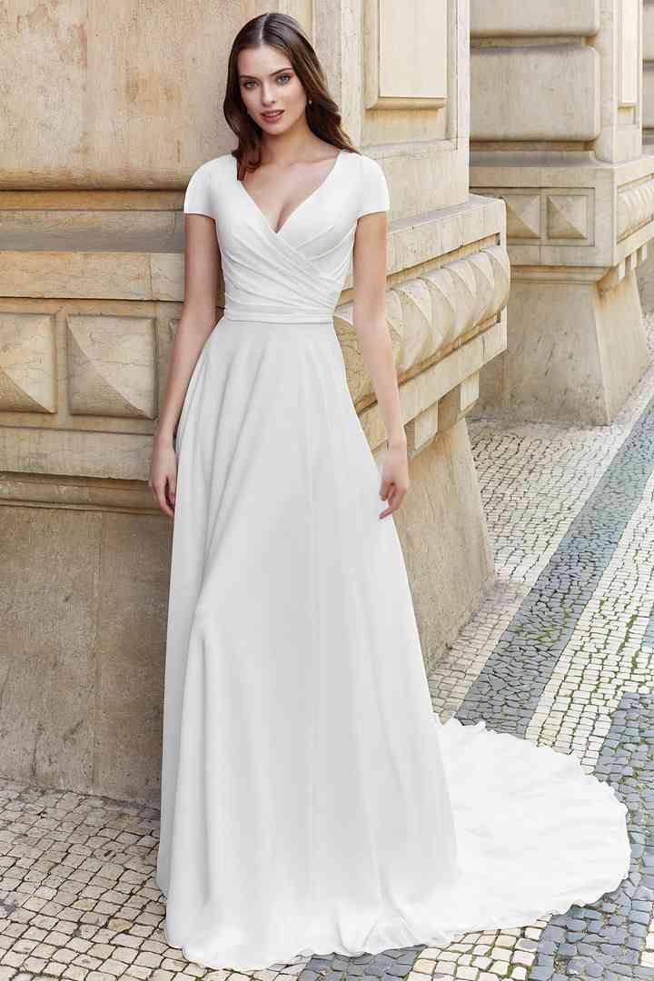 Vestido de novia sencillo con cuerpo drapeado Adore by Justin Alexander