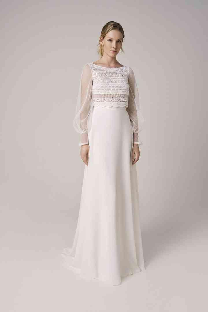 Vestido de novia sencillo con cuerpo de encaje y mangas transparentes Jesús Peiró