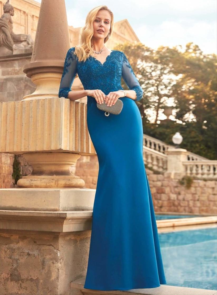 Vestido de fiesta largo de corte sirena en color azul de Susanna Rivieri