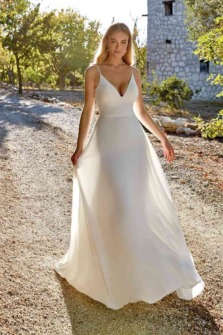 Vestido de novia sencillo de tipo lencero Eddy K.