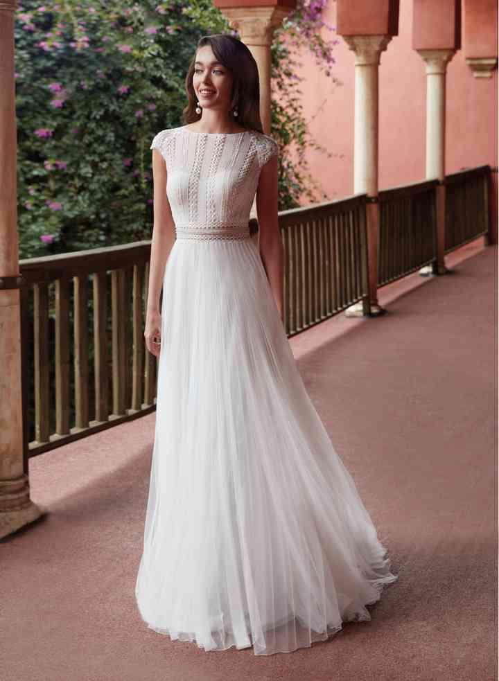 Vestido de novia sencillo cuerpo de encaje Manu García