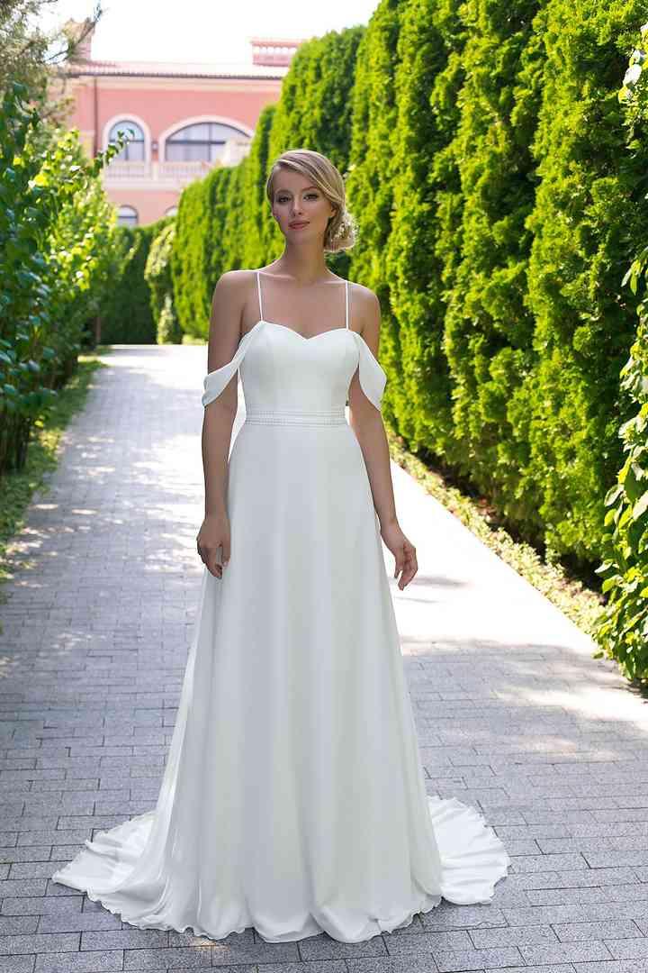 Vestido de novia sencillo con tirantes y hombros caídos Angela Bianca