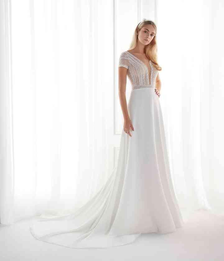 Vestido de novia sencillo con cuerpo de encaje Aurora