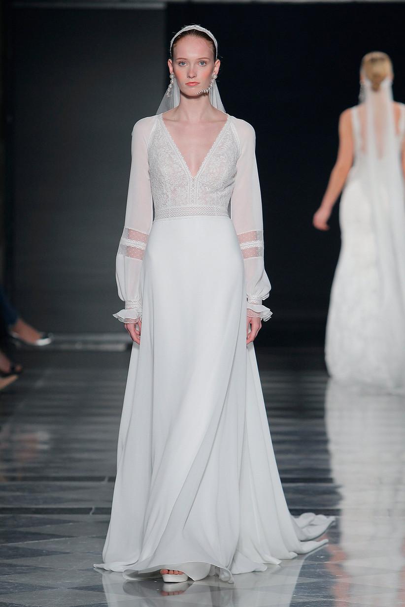 b8e5464c37 Vestidos de novia para mujeres bajas  10 trucos de estilo