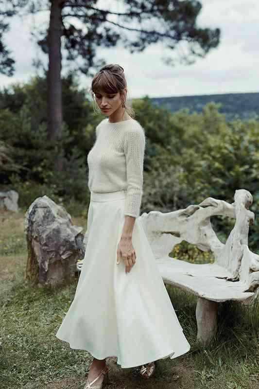 Vestido de novia sencillo, compuesto de falda y jersey, de Laure de Sagazan