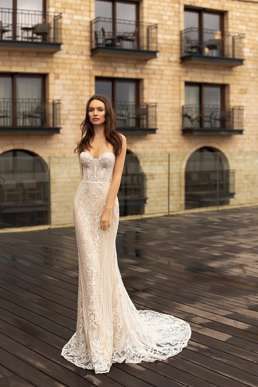 Vestido de novia con escote corazón y bellos encajes y bordados de la colección Seduction, de Ida Torez 2021