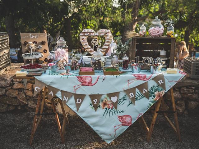 6 pasos básicos para decorar la mesa de dulces de la boda